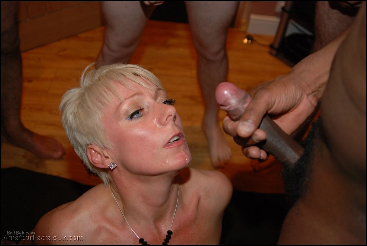 Queened gilf gets her tight cunt fingered