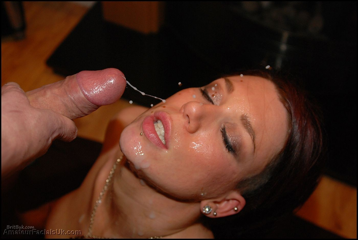 Roxy, Bukkake Lover taking a huge facial cumshot
