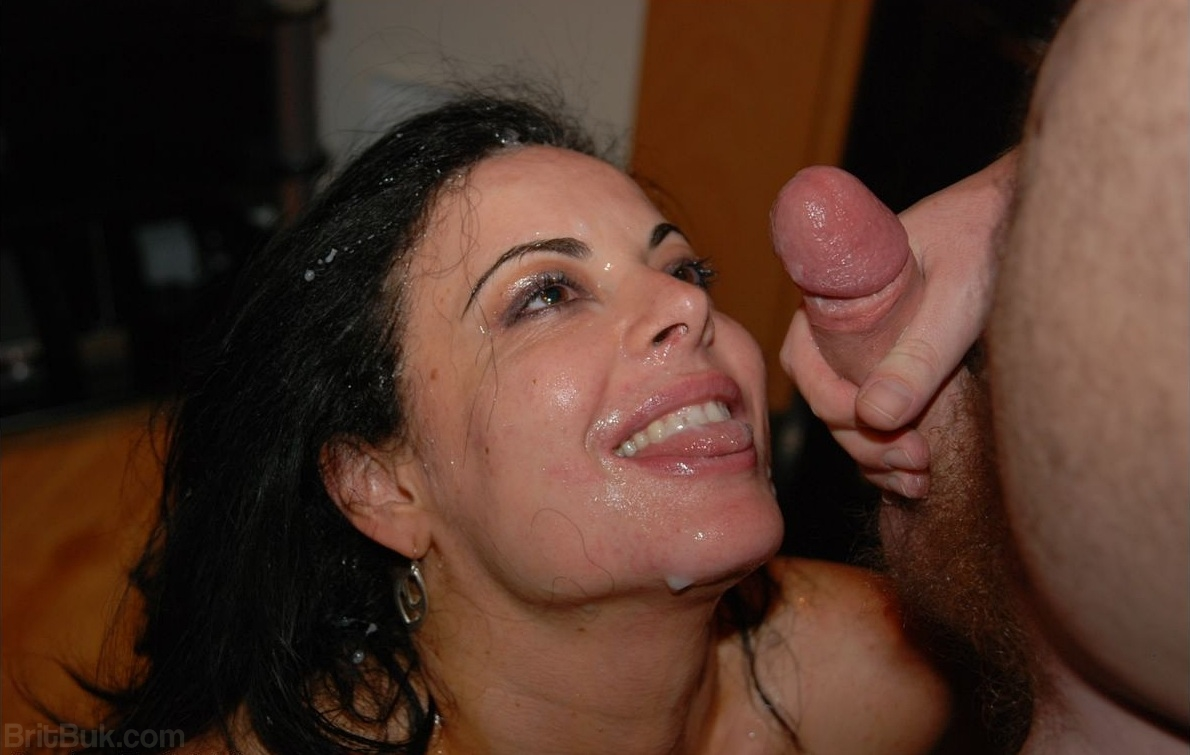 An amateur session for a young couple 10