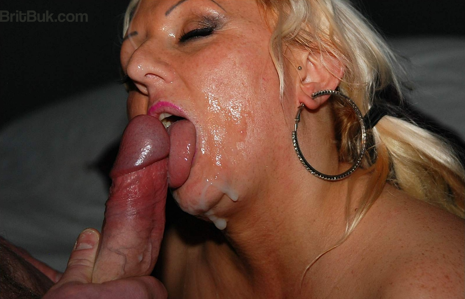Amateur milf is so fucking hot 1